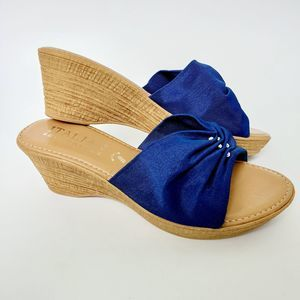 Italian Shoemakers Luxe Blue wedge sandals 7W